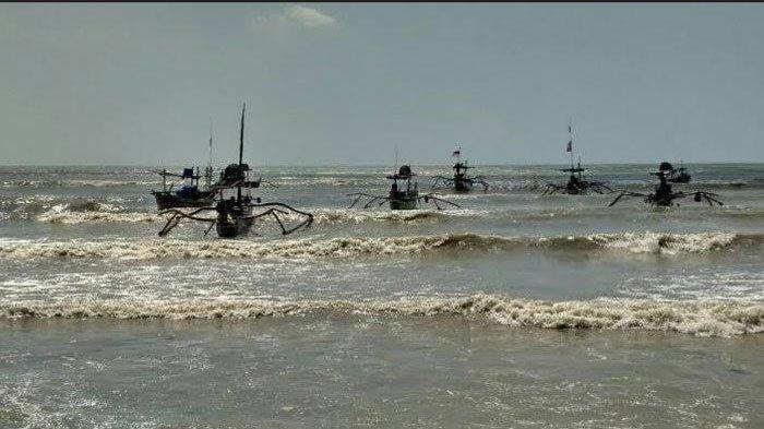 Gelombang Tinggi Diperkirakan Terjadi Selama 5 Hari di Perairan Laut Tuban, Nelayan Diminta Waspada