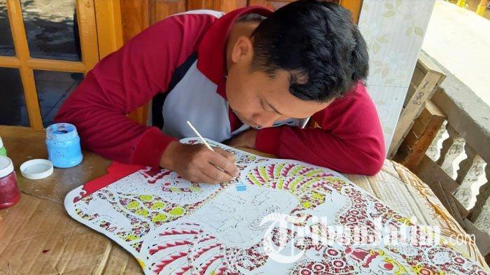 Kisah Ki Suprayitno, Satu-satunya Perajin Wayang Kulit di Magetan, Bisa Garap 150 Tokoh Wayang