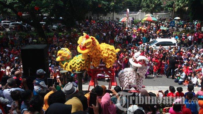 Masyarakat Antusias Tonton Aksi Barongsai di Malang Town Square (Matos) Kota Malang