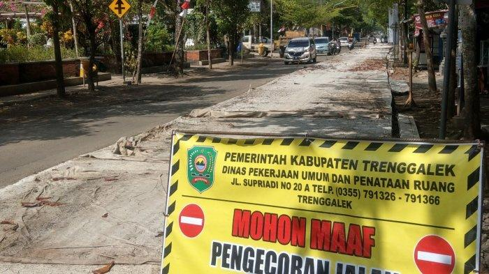 Setelah Rusak Lama, Jalan Utama di Pusat Kota di Kabupaten Trenggalek Mulai Diperbaiki