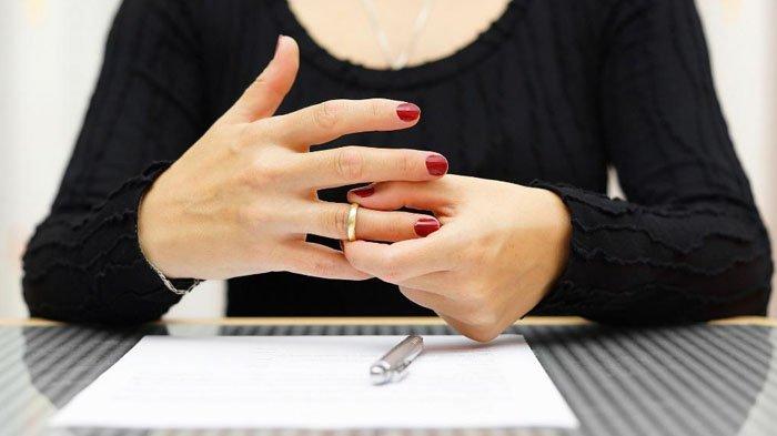 Ratusan Wanita di Gresik Ramai-ramai Gugat Cerai Suami di Pengadilan, Faktor 'Klasik' Jadi Sebabnya
