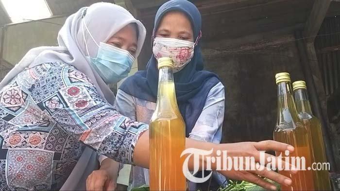 Warga di Madiun Gotong Royong Membuat Jamu untuk Warga yang Isolasi Mandiri Covid-19