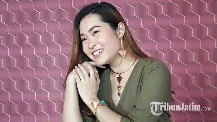 Kembangkan Ide dari Pinterest, Mahasiswa Universitas Ciputra Bikin Perhiasan Berbahan CD & DVD Bekas