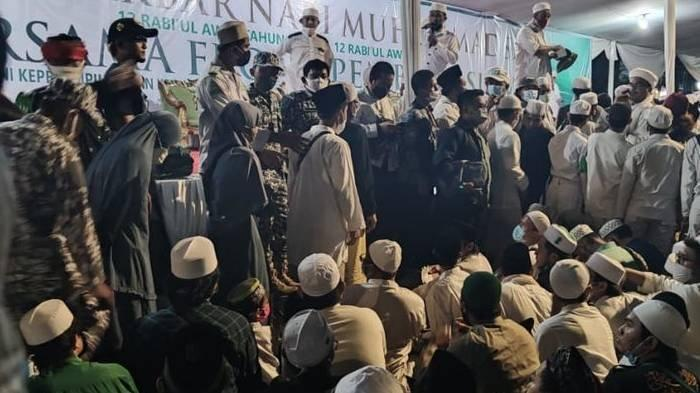 Para Tamu Berjubel di Nikahan Anak Rizieq, Pakai Masker Tapi Tak Jaga Jarak, Panitia: Jangan Dibully