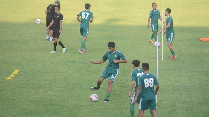 Persebaya Surabaya Kedatangan Tiga Pemain Baru pada Latihan Hari Kedua di Stadion Gelora 10 November