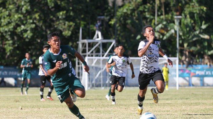 Pertandingan sepak bola antara Jatim Vs Kaltim