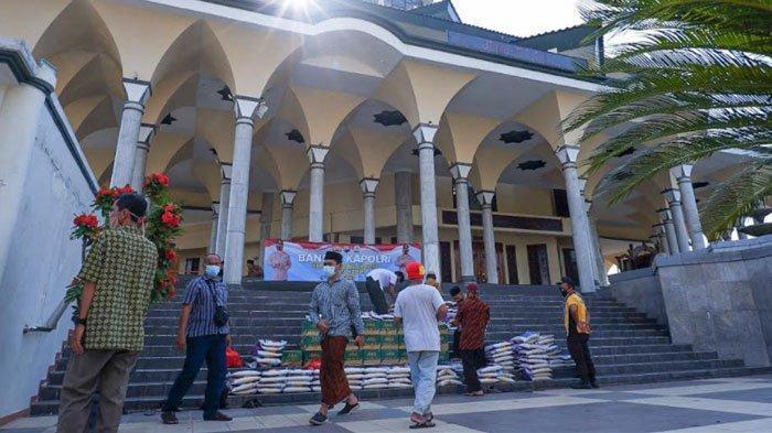 Ratusan Marbot Masjid di Kota Kediri Terima Bantuan Sembako dari Kapolri