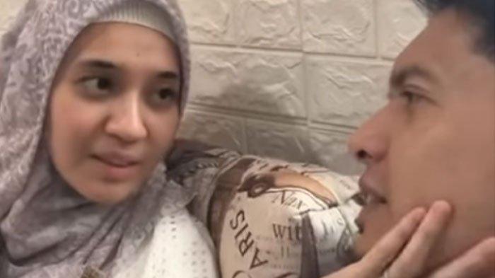 12 Tahun Menikah, Dhini Aminarti Mendadak Tulis Pesan Sedih untuk Dimas Seto Sambil Menangis