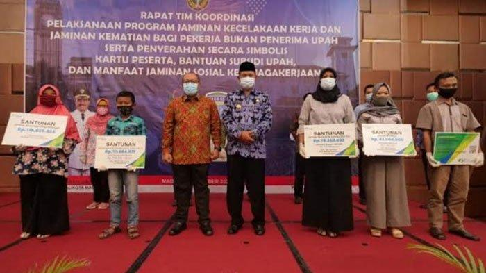 Pemkot Madiun Daftarkan BPJS Kuli Angkut hingga Tukang Tambal Ban: Satu-satunya di Indonesia