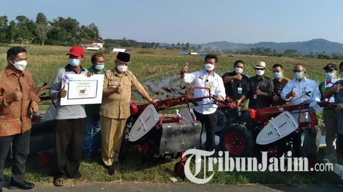 Berikan Bantuan Alat, Menteri Syahrul Yasin Limpo Serukan Petani Tingkatkan Produktivitas Panen