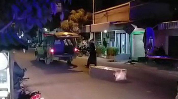 Peti Jenazah Covid-19 Merosot Keluar dari Ambulans Saat Perjalanan ke TPU Sekapuk, Sopir Minta Maaf