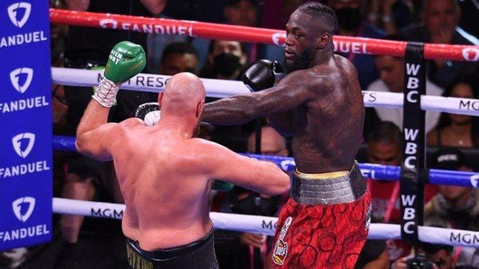 Hasil Tinju Dunia - Pukulan Kombinasi Tyson Fury Bikin Deontay Wilder KO