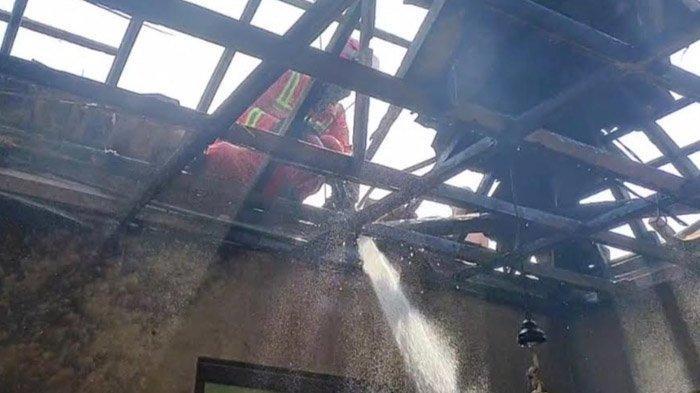 Obat Nyamuk Bakar Merembet Selimut, Rumah di Tuban Dilalap Api, 1 Mobil Damkar dan Suplai Dikerahkan