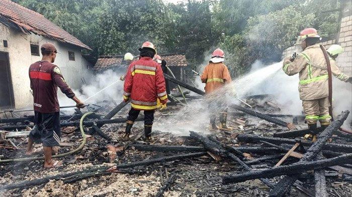 3 Rumah di Bojonegoro Dilalap Api, Diduga Akibat Korsleting Listrik, Kerugian Mencapai Rp 260 Juta