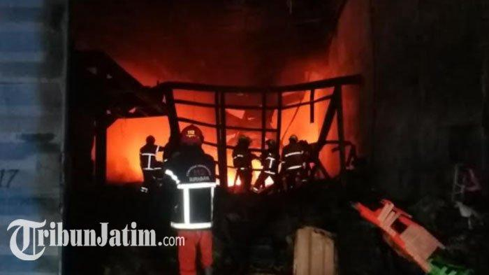 Gudang di Margomulyo Surabaya Terbakar, Satu Unit Truk Gagal Diselamatkan