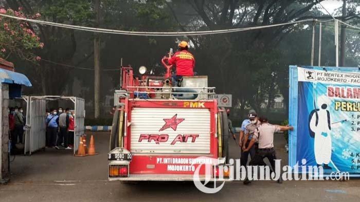 Belasan Damkar Diterjunkan ke Lokasi Kebakaran di PT Mertex Mojokerto, Sempat Terdengar Ledakan