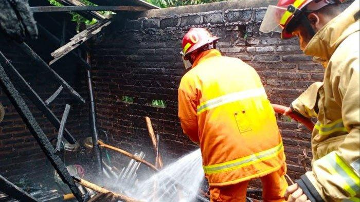 Tungku Belum Padam usai Masak, Api Merambat Hanguskan Rumah di Trenggalek