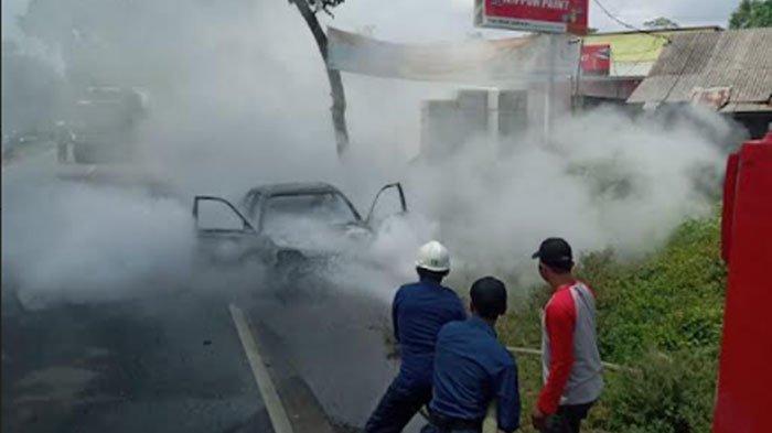 Kronologi Sedan Tua di Lumajang Ludes Terbakar, Mesin Mobil Sempat Meledak