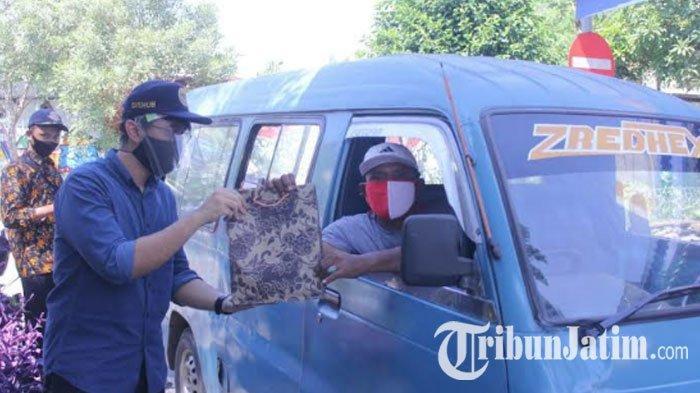 Pemkot Surabaya Bagikan Paket Kesehatan hingga ke Sopir Angkot, Sosialisasi Transisi New Normal