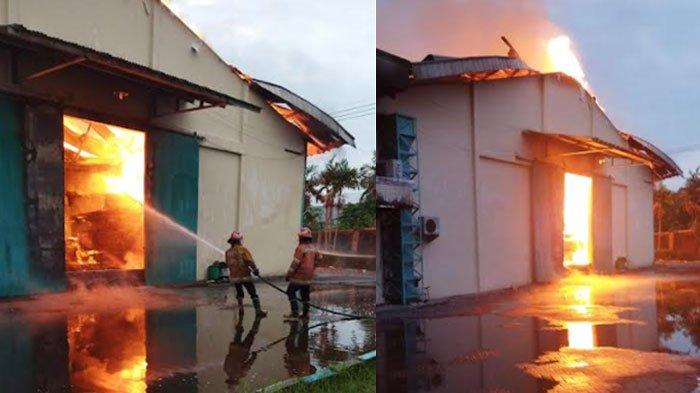 Pabrik Palet di Menganti Gresik Terbakar Dini Hari, Proses Pemadaman Masih Berlangsung
