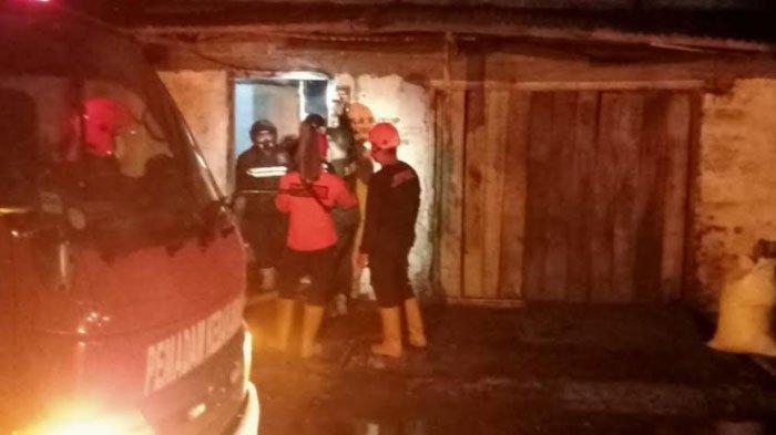 Tempat Penjualan Arang di Kota Blitar Terbakar, Diduga Akibat Korsleting Listrik