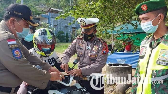 Antisipasi Mobilitas Tinggi, Polisi Trenggalek Lanjutkan Penyekatan di Dua Titik Perbatasan