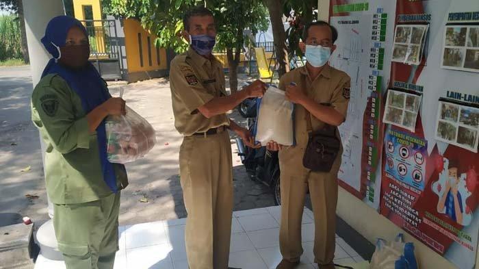Dinsos Salurkan Bantuan Paket Sembako untuk Warga Kota Kediri yang Isolasi Mandiri Karena Covid-19