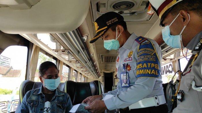 Langgar PPKM Darurat, 90 Bus dan 63 Penumpang Tidak Diberangkatkan di Terminal Patria Kota Blitar
