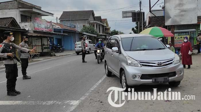 Gelar Razia di Pos Penyekatan Pasar Patok Ponggok Blitar, Petugas Tak Temukan Kendaraan Pemudik