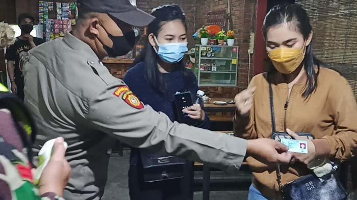 Langgar Jam Malam, Warung dengan Penjaga Wanita di Gresik Terjaring Razia, Berujung Penyitaan KTP