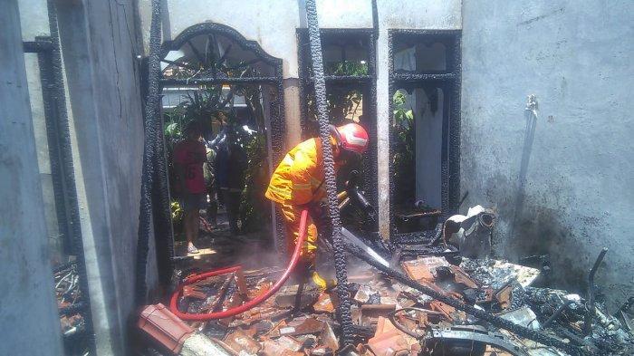 Ditinggal Tes CPNS Penghuninya, Rumah di Kebomas Gresik Hangus Terbakar