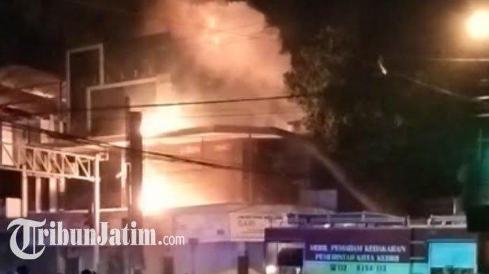 Toko Minyak Wangi di Kota Kediri Ludes Terbakar, Warga Dengar Suara Letupan, Tak Ada Korban Jiwa