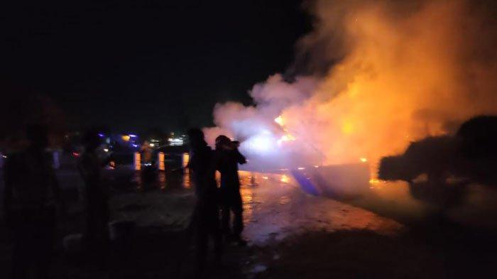 Kapal Panggung Tanjung Kodok Beach Resort Lamongan Hangus Terbakar, Diduga Korsleting Listrik