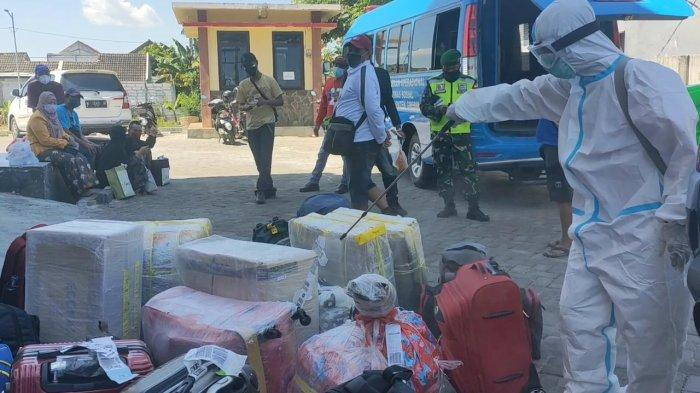 Pulang dari Malaysia, Empat PMI asal Gresik Positif Covid-19 Tertahan di Surabaya