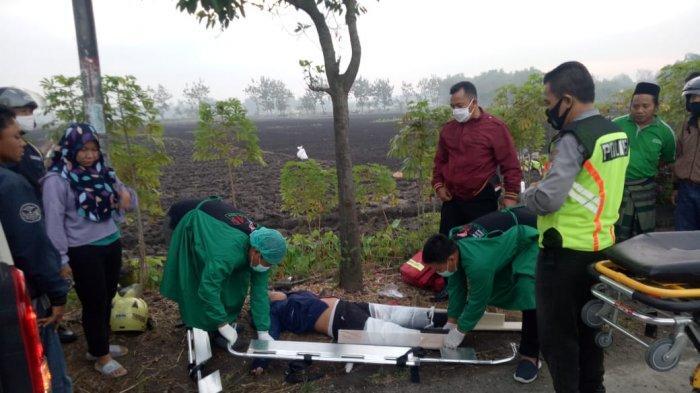 Mau Menyalip, Mobil Toyota Rush Hantam Pengendara Motor di Nganjuk, Korban Tewas Luka Parah