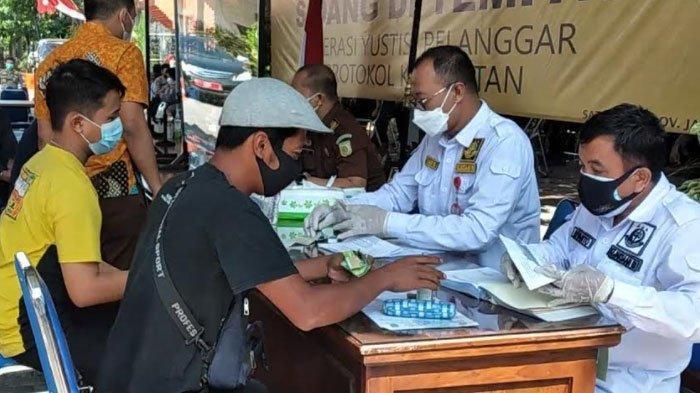 Satpol PP Jatim Gelar Sidang Pelanggar Operasi Yustisi di Tempat