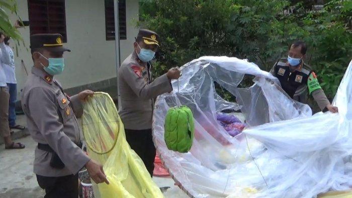 Petugas Amankan Puluhan Balon Udara di Trenggalek, Dua Orang Diperiksa