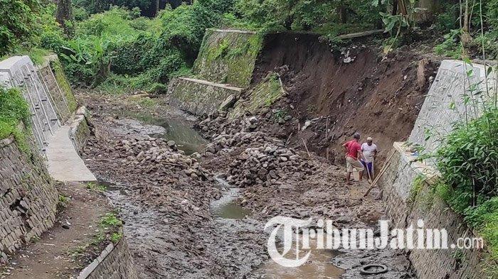 Komisi III Cek Bangunan Plengsengan Ambrol di Dam Gajah Kota Blitar