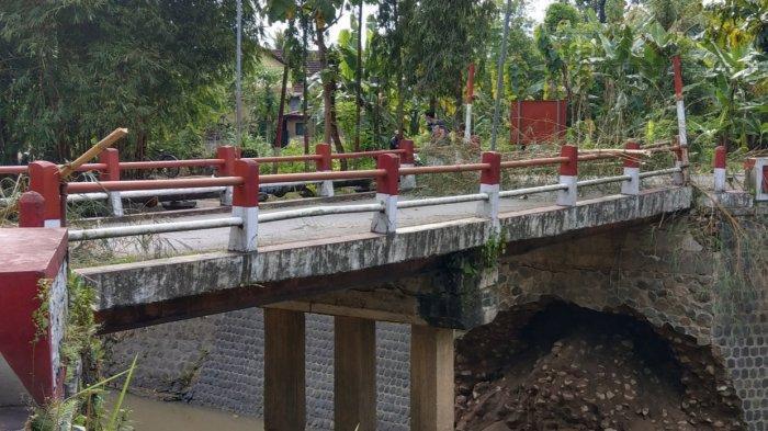 Plengsengan Jembatan di Pusat Kota Trenggalek Diperbaiki, Akses Dibuka Setelah Perbaikan Rampung
