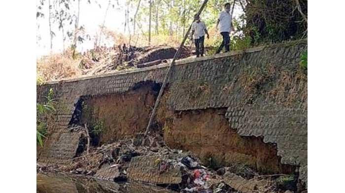 Rusak Parah, Perbaikan Plengsengan Longsor Sungai Ngemplak Kediri Dilaporkan ke BBWS Brantas