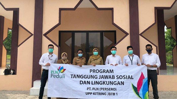 PLN beri bantuan masjid di Sentra IKM Bangkalan dalam program CSR, 2020.