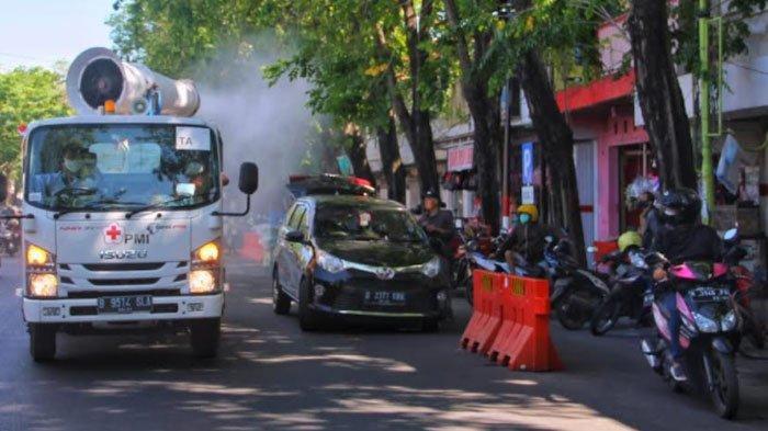 PMI Kota Probolinggo Semprot Disinfektan di Perkampungan dan Ruas Jalan, Upaya Tanggulangi Covid-19