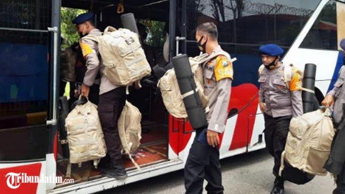 75 Personel Sat Brimob Polda Jatim Terbang ke NTT, Berangkat Bantu Korban Bencana Alam di Sana