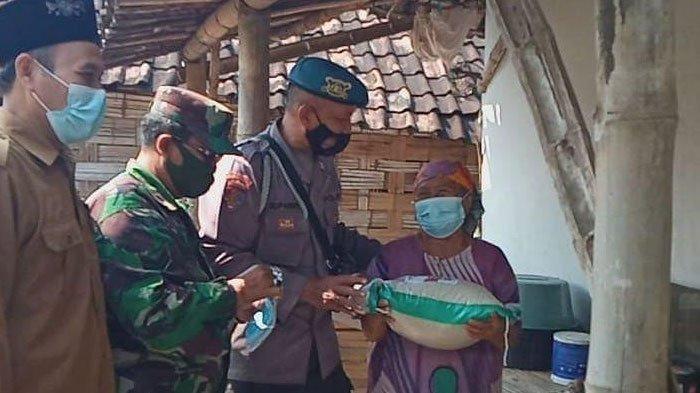 Kapolres Gresik Gencarkan Bakti Sosial PPKM Darurat hingga di Desa-desa