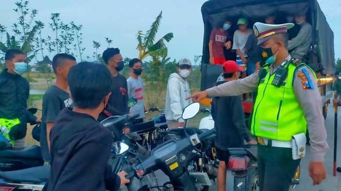 Polisi Bubarkan Balap Liar di Gresik, Para Remaja Tak Berkutik, Puluhan Motor Diangkut
