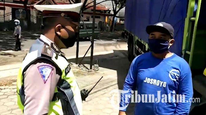 Di Tengah Pandemi Covid-19 dan Jelang Idulfitri, Polisi Kawal Distribusi Sembako di Trenggalek