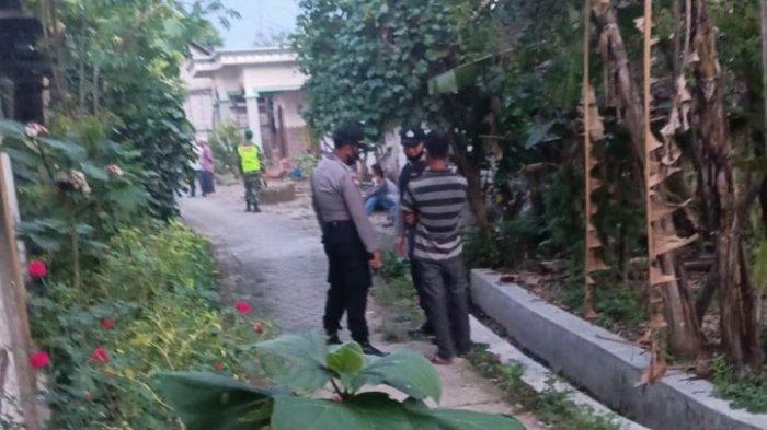 Densus 88 Geledah Rumah Terduga Teroris di Bojonegoro, Amankan Belasan Buku dan Kaus