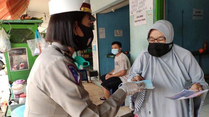 Blusukan ke Pasar Wungu, Polisi Sosialisasikan Soal Penerapan PPKM di Kabupaten Madiun