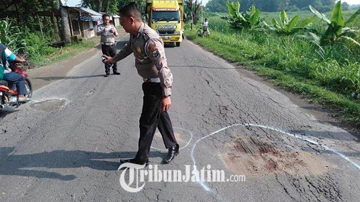 Senggol Motor Lain Lalu Terjatuh, Pengendara Motor di Ngoro Jombang Tewas Tertabrak Dumptruck