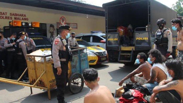 Razia Anak Jalanan di Kecamatan Kepanjen, Polres Malang Temukan 76 Botol Miras Jenis Trobas